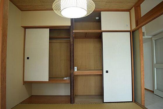 リゾートマンション-熱海市伊豆山 押入れ部分も半間はタンスとしてご利用できます。