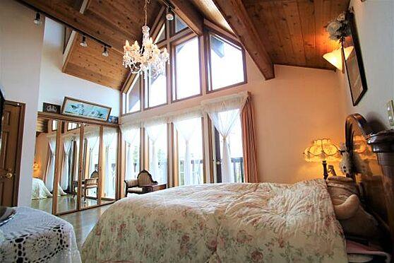 中古一戸建て-田方郡函南町畑 【洋室4】鏡の部分はクローゼットになっておりデザイン性優れた収納スペースになります。