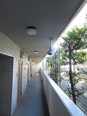 区分マンション-板橋区小茂根2丁目 共用廊下に監視カメラがありセキュリティにも考慮しています