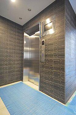 マンション(建物一部)-大阪市福島区海老江1丁目 エレベーターには防犯カメラがあるから安心です。