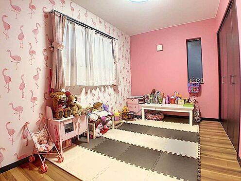 中古一戸建て-春日井市岩成台7丁目 女の子の部屋にぴったり♪ピンクのクロスがかわいい2F洋室。