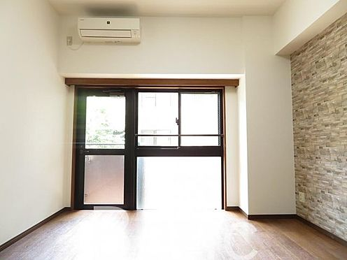 中古マンション-港区西麻布4丁目 東京メトロ日比谷線「六本木」駅・「広尾」駅、千代田線「乃木坂」駅徒歩約10分の好立地なマンションです。新規クリーニング済み。便利な宅配ボックス付き。安心のオートロック完備です。是非ご覧ください。