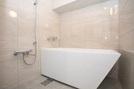 中古マンション-品川区東五反田1丁目 浴室も非常に高級感があります。心と身体と向き合う、セルフケアの大切な基地として。