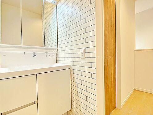 戸建賃貸-多摩市聖ヶ丘3丁目 2階トイレ横にも洗面台を設置しております。