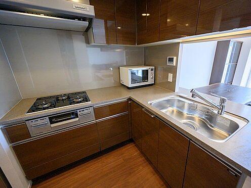 中古マンション-品川区勝島1丁目 【Kitchen】毎日のお料理が楽しくなる、機能性が高く使いやすいL字型キッチンをご用意しました。