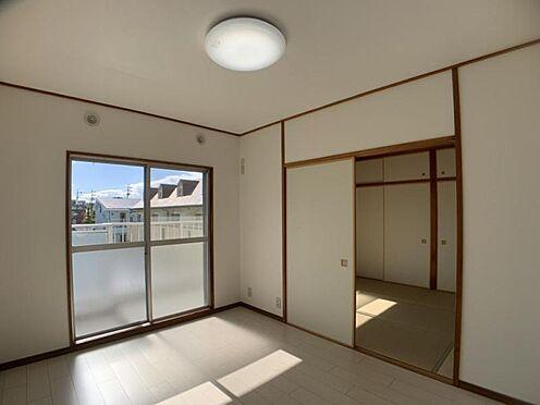中古マンション-豊田市栄町6丁目 和室の襖を開け放てば、より広々とお使いいただけます!