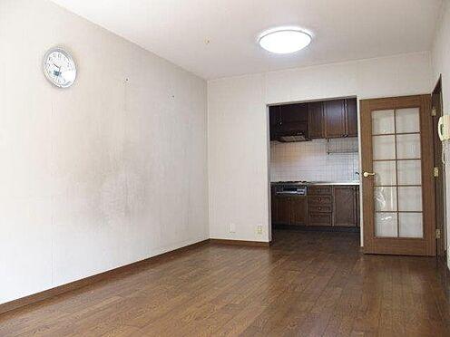 中古マンション-八王子市別所2丁目 南面にあるリビングダイニングは、家具の配置のし易い間取りです