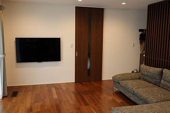 中古一戸建て-日進市岩崎町元井ゲ LDKにつながった和室はくつろぎスペースや客間にも利用できます。家族とのあたたかい時間をすごせます。