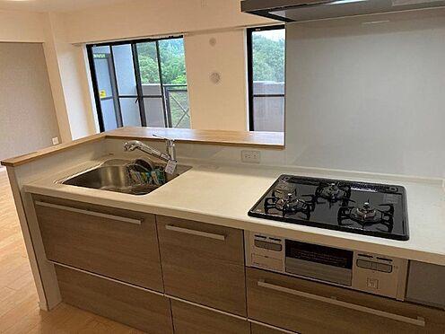 区分マンション-八王子市南大沢2丁目 リビングが見渡せる対面式のキッチン