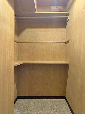 中古マンション-伊東市八幡野 ≪物入≫ トイレ横には物入スペースもございます。