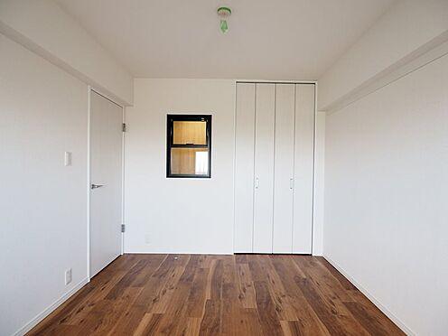 区分マンション-浦安市富岡3丁目 北側洋室6帖正面左側の窓はリモートワーク部屋です