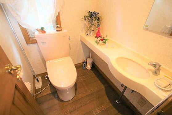 中古一戸建て-田方郡函南町畑 【トイレ】温水洗浄便座付きの清潔感あるトイレです。壁掛けスイッチが便利です。