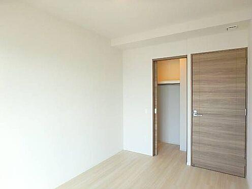 区分マンション-宇都宮市馬場通り3丁目 ■ 居室 ■約6帖の主寝室。たっぷり収納があるので荷物が多い方も安心ですね。※写真は空室時のものです