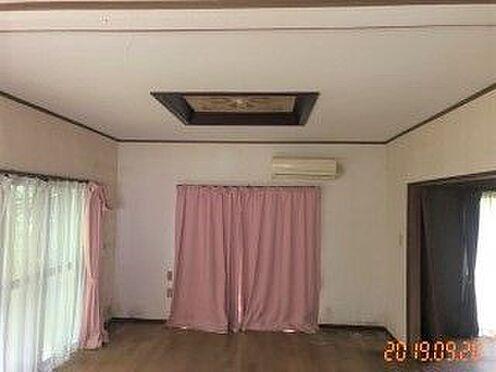 中古一戸建て-豊田市藤岡飯野町釜下 窓が多く光が入るリビング