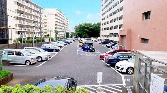 中古マンション-中野区上高田4丁目 敷地内の平面駐車場