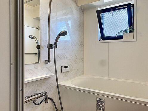 中古マンション-安城市朝日町 入浴時間の異なる家族に便利な保温浴槽で、時間を気にせず入浴できます。