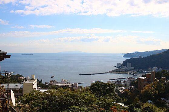 中古一戸建て-熱海市伊豆山 2階バルコニーからの眺望。初島・大島・相模湾・熱海海上花火大会を一望できるロケーションです。
