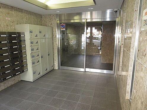 マンション(建物一部)-大阪市天王寺区逢阪2丁目 清潔感のあるエントランス。宅配ボックスもありお出かけの際安心です。