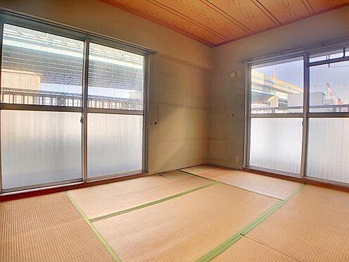 区分マンション-福岡市中央区港3丁目 二面採光の和室です。