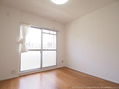 区分マンション-千葉市美浜区高浜4丁目 南側に面した約4.8帖の洋室です!