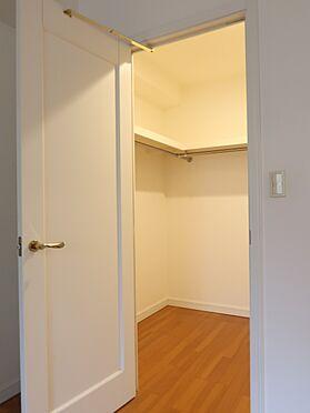 中古マンション-横浜市瀬谷区五貫目町 約8帖の洋室にあるウォークインクローゼット