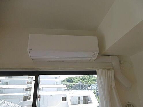 中古マンション-多摩市永山1丁目 リビングにはエアコン1台を設置しています。