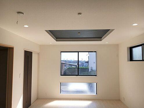 新築一戸建て-みよし市明知町一木 開放感を演出してくれる、折上天井で一味違った空間へ。(こちらは施工事例です)