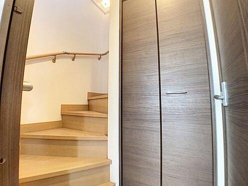 中古一戸建て-碧南市田尻町2丁目 2階へは必ずリビングを通る空間設計。子育て家族のコミュニケーションを育みます。