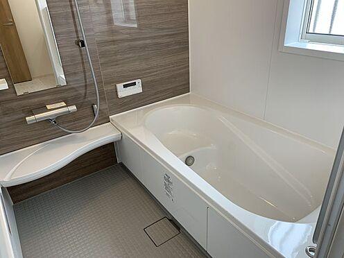 新築一戸建て-豊田市朝日町1丁目 乾燥機付きの浴室は雨の日でも洗濯物が干せるので、忙しい共働きのご家庭では大活躍です。(こちらは施工事例です)