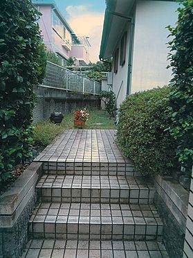 建物全部その他-柏市緑台 玄関までのアプローチ、高級感があります。
