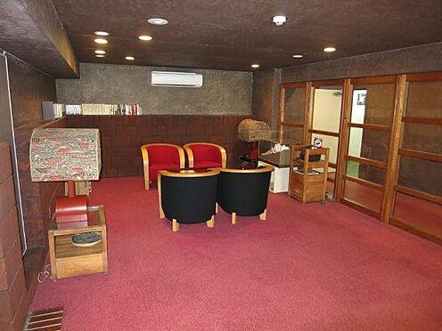 リゾートマンション-熱海市伊豆山 サブエントランスには自販機コーナーを設け、寛げる空間としております。