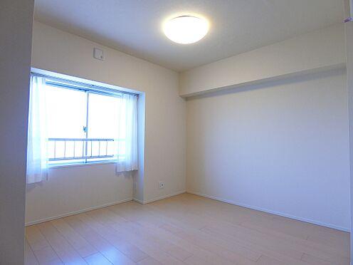 中古マンション-新潟市中央区南出来島2丁目 落ち着いた雰囲気の約5.1帖の洋室