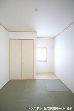 戸建賃貸-磯城郡田原本町大字阪手 押入れのある和室は寝室や客間として大変便利にご利用頂けます。(同仕様)