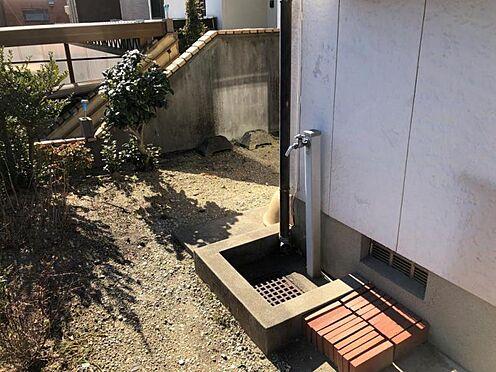 戸建賃貸-知多郡武豊町字山ノ神 外には水道もついているので、お庭の植物の水やりに便利!