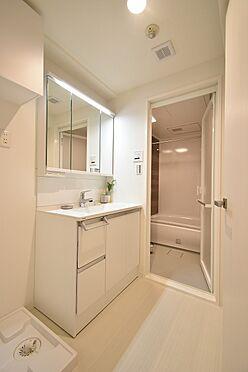 中古マンション-中央区日本橋茅場町3丁目 3面鏡のある洗面室/パナソニック製