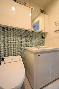 中古マンション-中央区八丁堀2丁目 トイレ/節水型のタンクレストイレ、温水洗浄暖房便座付き