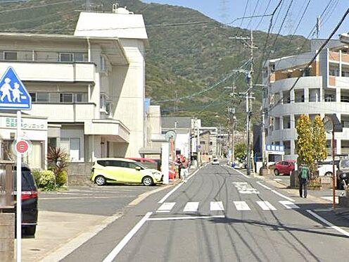 区分マンション-北九州市小倉南区葛原本町4丁目 前面道路写真。