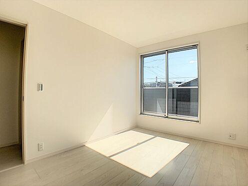 新築一戸建て-名古屋市守山区鳥羽見1丁目 約6帖の洋室。2階には洋室が3部屋ございます。