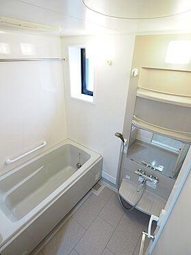 中古マンション-浦安市富士見5丁目 窓があり明るく換気のできる浴室。