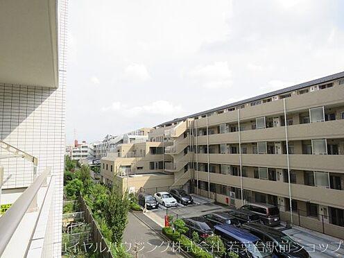 中古マンション-川崎市高津区新作5丁目 前面の建物も低層マンションのため陽当りがとても良いです。