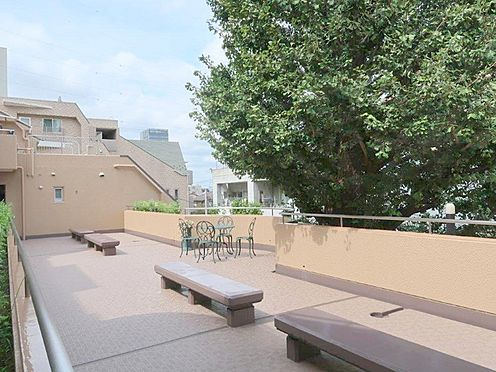 中古マンション-多摩市関戸2丁目 気落ちの良い開放感の共用部。