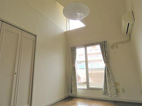 中古マンション-八王子市上柚木3丁目 2階部分洋室5帖。天井高は最高で約3.5m