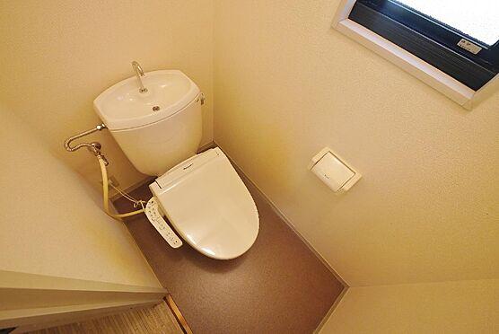 アパート-北九州市八幡西区町上津役東3丁目 温水洗浄便座付きトイレです。換気ができるのが嬉しいですね。