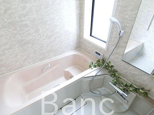 中古一戸建て-足立区佐野2丁目 窓付きのゆったりくつろげるお風呂です。