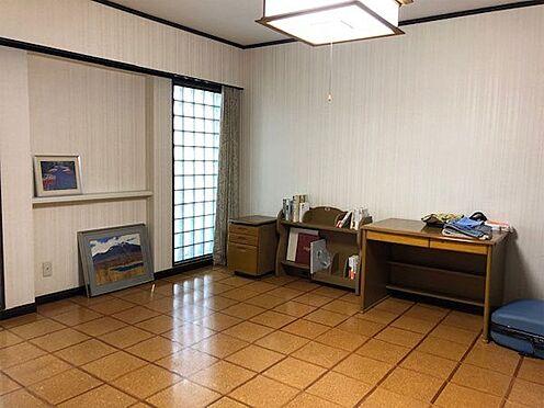 中古マンション-伊東市富戸 洋室約12.4帖、床はコルク敷きになっています。