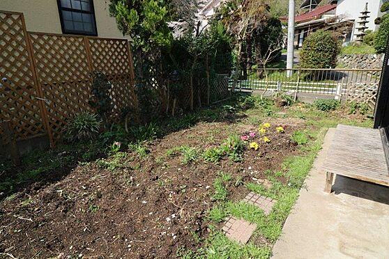 中古一戸建て-八王子市上柚木 南西向きの明るいお庭です。