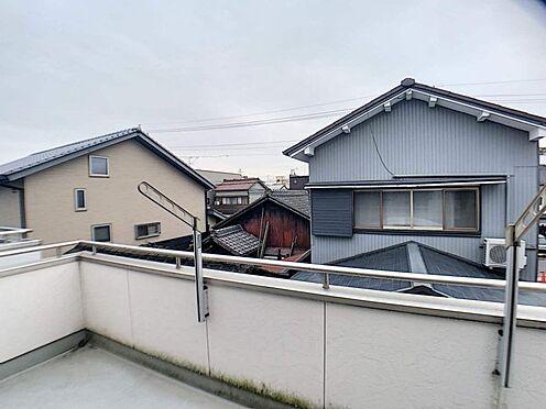 中古一戸建て-名古屋市北区八代町1丁目 広々としたバルコニーで洗濯物をしっかりと干すことができます。
