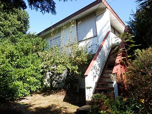 中古一戸建て-伊東市八幡野 お庭から、バルコニーまでの階段が設けられています。