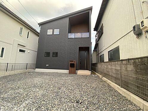 戸建賃貸-豊田市小坂町13丁目 完成時の駐車場は砕石仕上げとなっておりますが無料でコンクリート打ちをさせて頂きます。