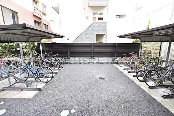 中古マンション-江東区平野3丁目 屋根のある駐輪場。お気に入りの自転車も雨に濡れません。